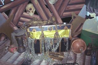 treasure chest skelaton pirate theme props